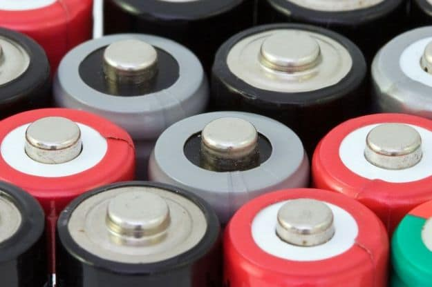 Fix Loose Batteries | Uncommon Uses For Aluminum Foil